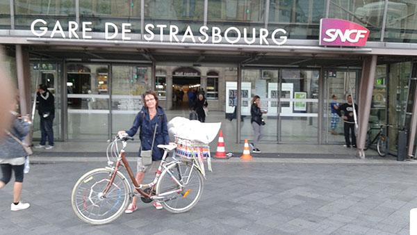 Départ pour Metz avec mon stand sur le vélo.