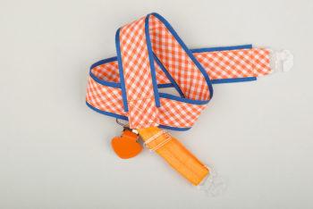 Jart'elle Vichy orange et blanc, liseré bleu, pince orange