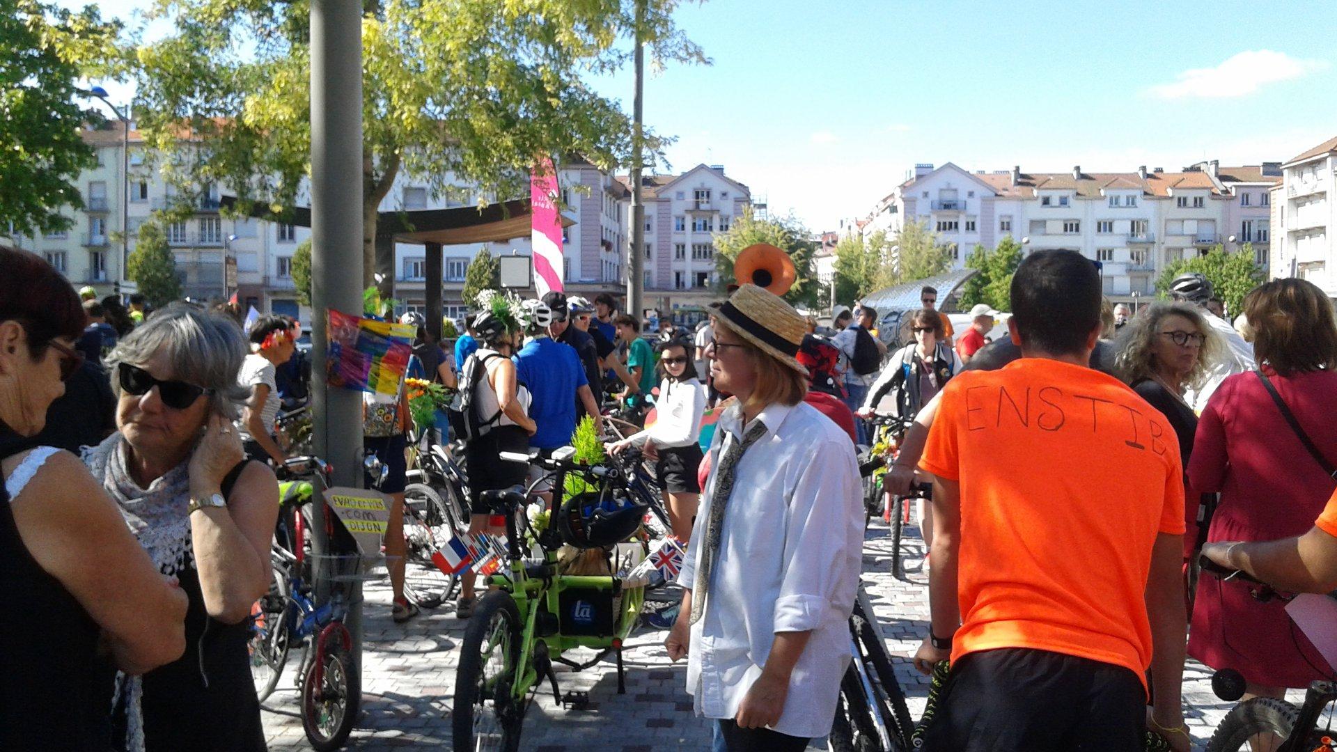 La foule s'est pressée aux folles journées du vélo à Epinal, le 15 septembre 2018