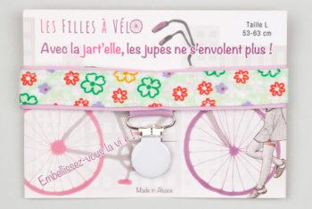 Jart'elle fleurs rouges et vertes pince ronde blanche qui empêche les jupes de s'envoler à vélo - Les filles à vélo