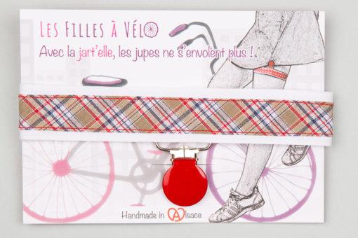 Jart'elle écossais sur fond blance pince ronde rouge qui empêche les jupes de s'envoler à vélo - Les filles à vélo