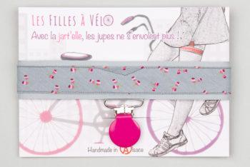 Jart'elle motifs roses fond gris pince rose qui empêche les jupes de s'envoler à vélo - Les filles à vélo