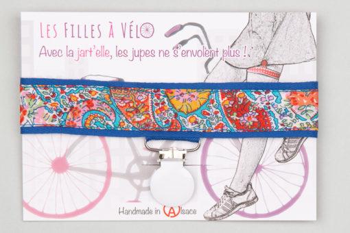 Jart'elle Liberty Bourton fond bleu pince ronde blanche qui empêche les jupes de s'envoler à vélo - Les filles à vélo