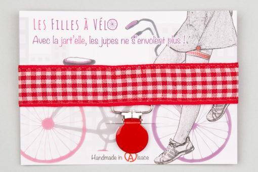 Jart'elle carreaux vichy Alsace pince ronde rouge qui empêche les jupes de s'envoler à vélo - Les filles à vélo