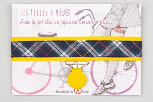 Jart'elle motif écossais bleu marine fond jaune pince ronde jaune qui empêche les jupes de s'envoler à vélo - Les filles à vélo