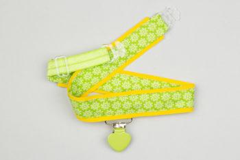 Jart'elle fleurettes sur fond vert et jaune pince coeur vert qui empêche les jupes de s'envoler à vélo - Les filles à vélo