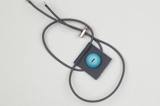 Pantastic cuir bleu déco bouton bleu élastique gris - Les filles à vélo