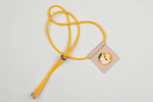 Pantastic cuir crème déco bouton crème, vert et jaune élastique jaune - Les filles à vélo