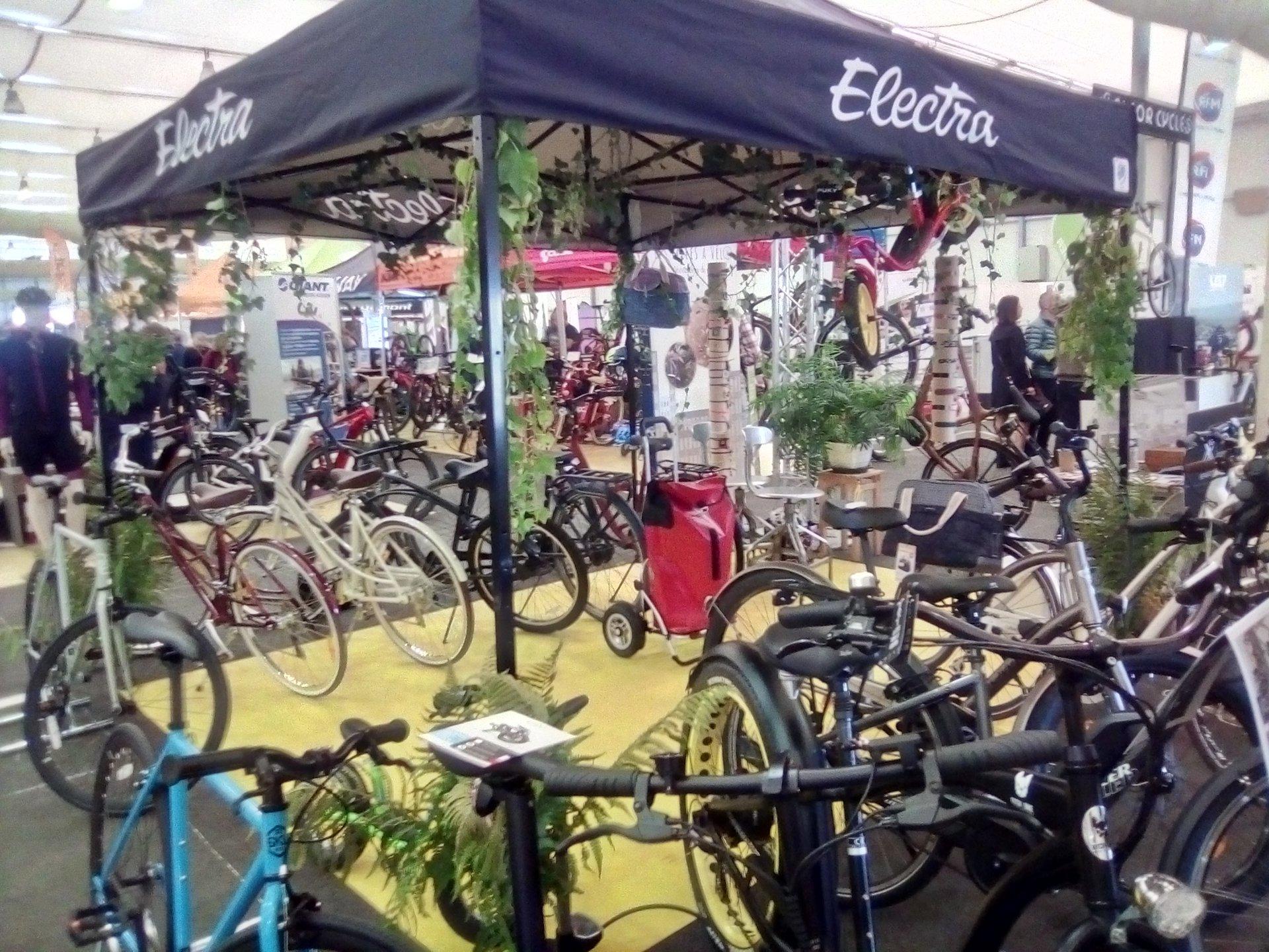 Stand La tête dans le guidon et Les filles à vélo à l'Expo du Vélo Strasbourg 2019