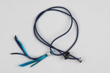Pantastic bleu marine déco rubans sertis d'une perle de verre nacrée